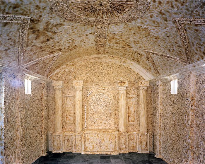 Invención #2 / 2012 / Instalación en el Museo Ex Teresa de Arte Actual. México DF a base de merengue / Fotografía Color