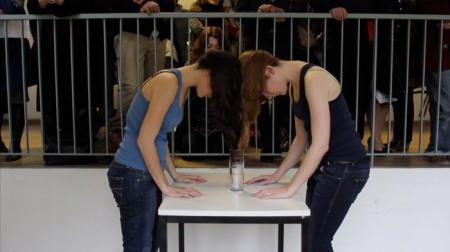 Laura Yustas y Adela Moreno - Acción - 10 minutos - Festival Internacional de Performance Excentricités, Besançon - 201