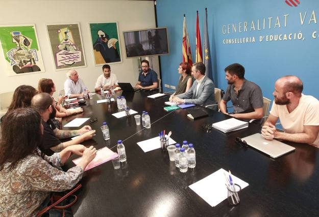 Comunidad Valenciana.Valencia.22/07/2015.El Conseller Vicent Marça se reune con representantes del sector artitico y audiovisual.Fotografía de Jesus Signes
